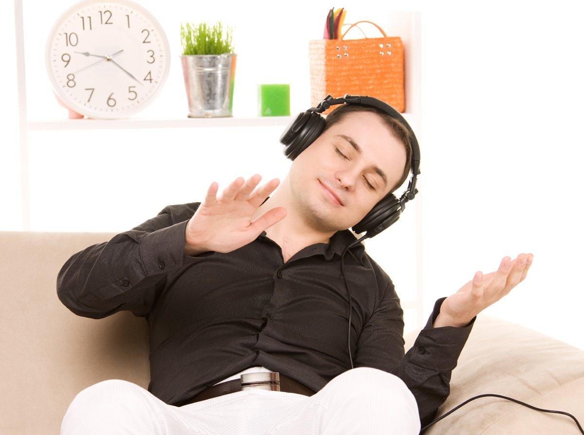 картинка слушаю музыку и представляю себя лежит мужик с румянцем государства