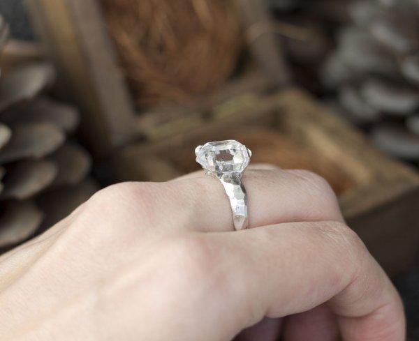 Эксперты дали советы, которые помогут выбрать кольцо с бриллиантом