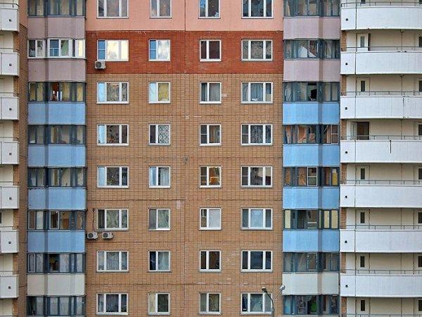 В Новосибирске мужчина выпал из окна 13 этажа