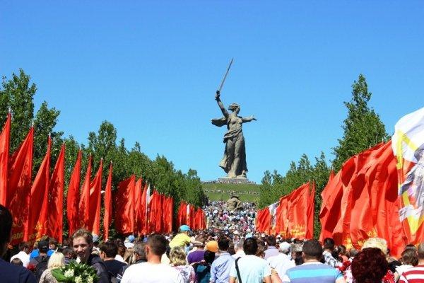Волгоград семь часов подряд славил День Победы песнями военных лет