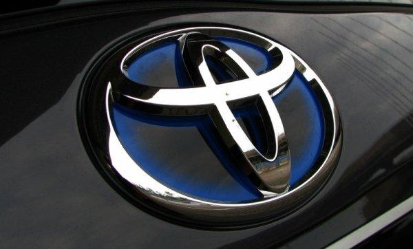 Чистая годовая прибыль Toyota упала 21 процент