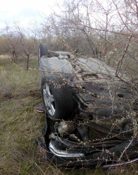 Под Оренбургом пьяный водитель Mercedes перевернулся в кювет