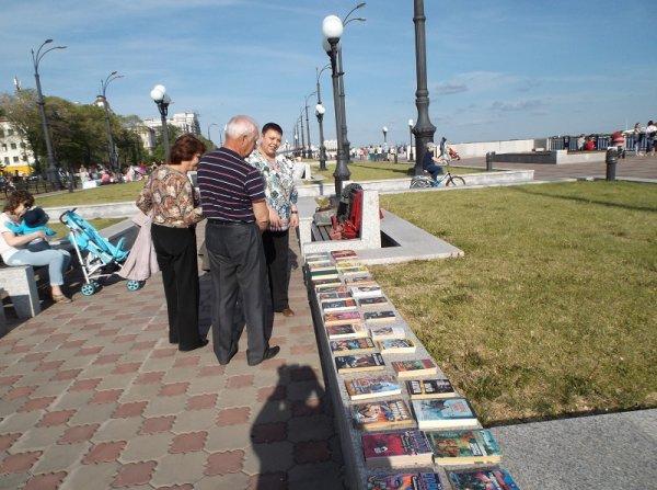 На набережной в Благовещенске открылась площадка для буккроссинга