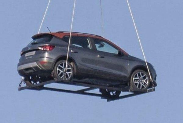 В небе над Барселоной замечен новый кроссовер Seat Arona