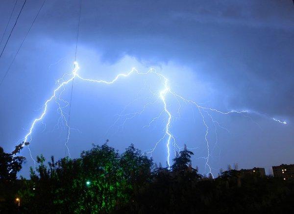 Синоптики сообщают о шторме с градом в ночь на 26 июня в Хакасии