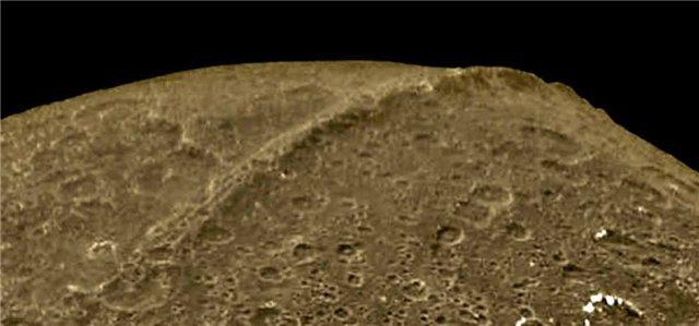 Картинки по запросу спутник Сатурна Япет