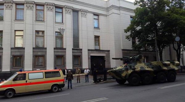 В Верховной раде прокомментировали появление бронетехники возле парламента