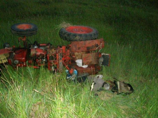 В Самарской области выпивший тракторист уснул и вылетел в кювет