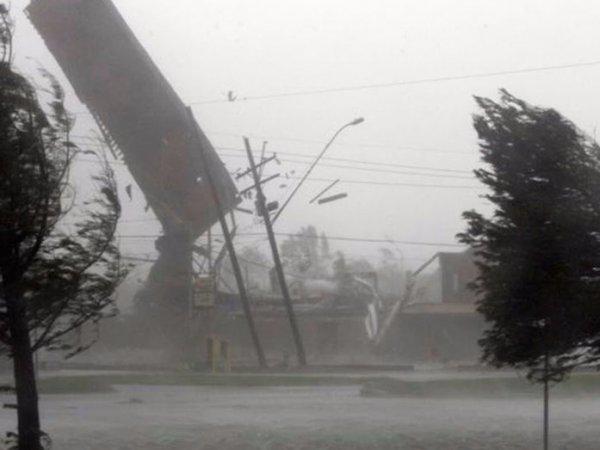 Мощный ураган разгромил улицы Тольятти