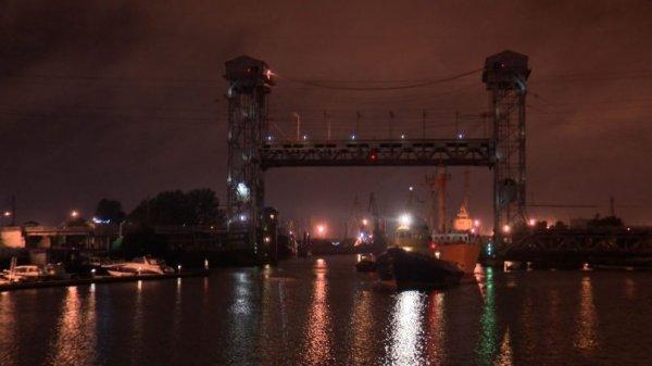 В Калининграде подняли двухъярусный мост для участников парусной регаты