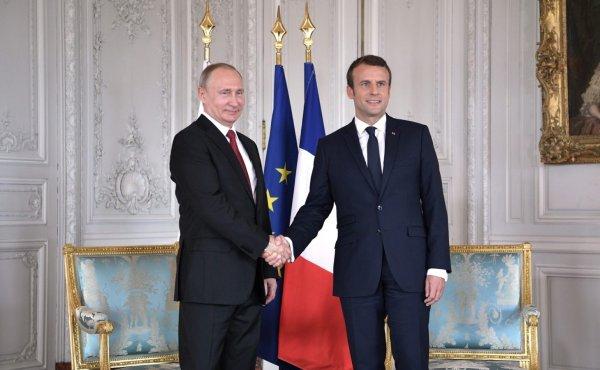Путин заявил опоздавшему Макрону об улучшении климата с Францией