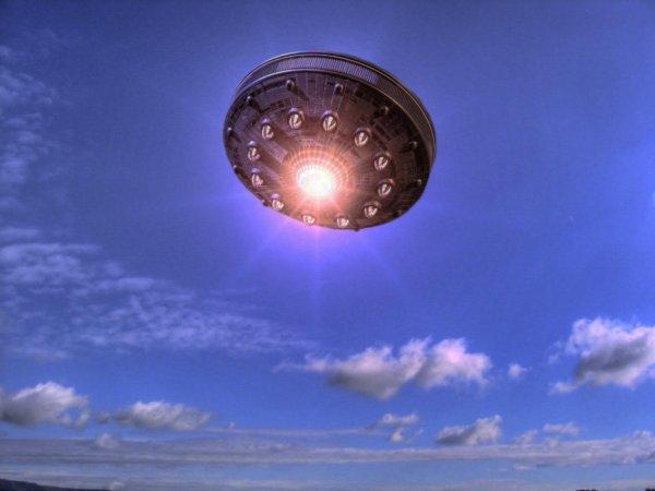 В Сети появилось видео с НЛО в виде шара
