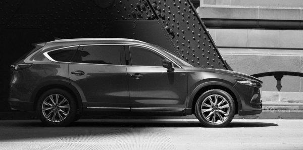 Mazda представила фотографию нового кроссовера CX-8