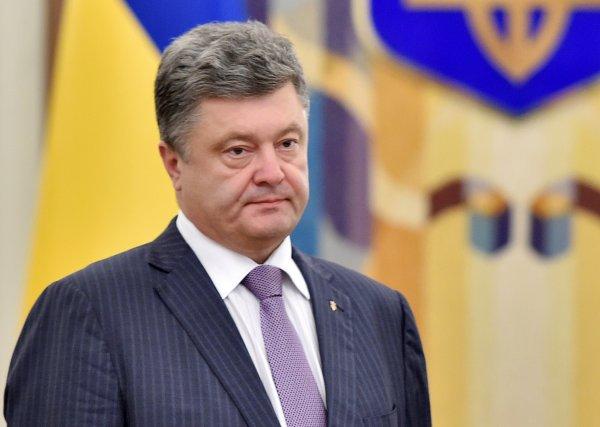 Суд обязал СБУ расследовать дело о госизмене Петром Порошенко