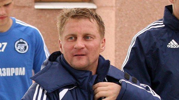 На бывшего игрока «Зенита» из-за шарфа «Спартака» напали фанаты клуба