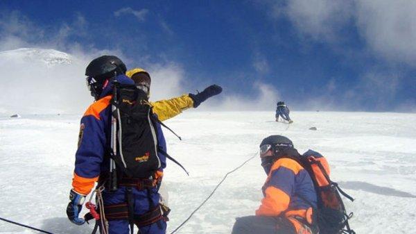 Альпинист из Москвы скончался при восхождении на Эльбрус