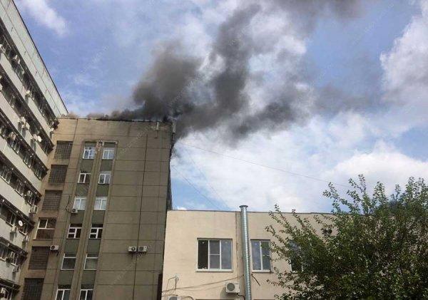 В Ставрополе горит высотка на улице Ленина