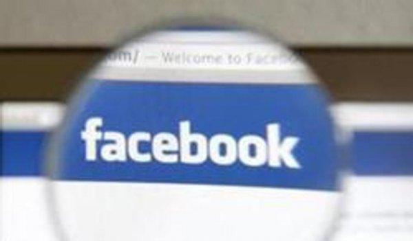 Facebook намерен отобрать одноименный домен у