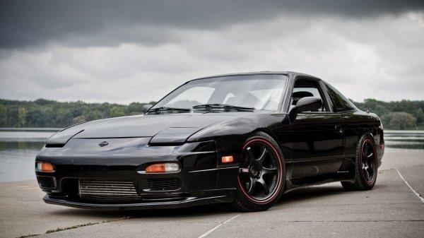 На продажу выставлен спорткар Nissan 240SX