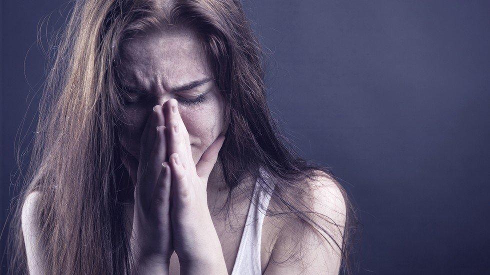 Девушку изнасиловаи у неёже дома
