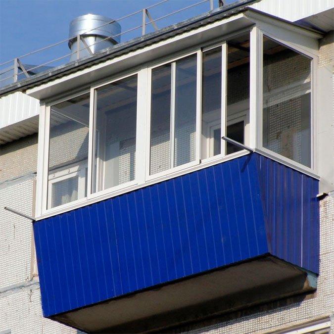 На юге волгограда в многоэтажном доме обрушился балкон.