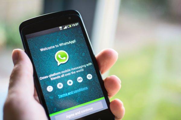 В WhatsApp можно удалить сообщения с телефона собеседника