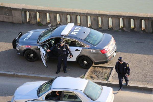 В Тбилиси жители атаковали автомобиль туристов из России