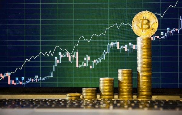 Цена биткоина впервые превысила отметки в 8 тысяч долларов