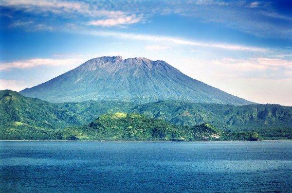 Туристы из России массово выкладывают фото в Сеть на фоне вулканов Бали