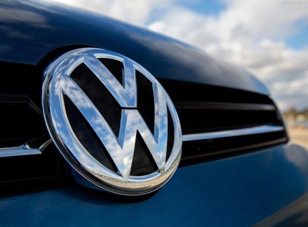 Volkswagen опубликовал тизер нового седана Jetta до дебюта в Детройте