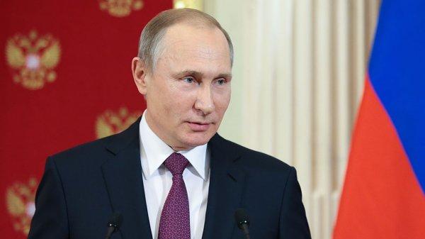 Песков поделился планами Путина на новогоднюю ночь