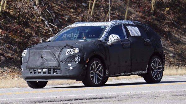 Озвучена дата дебюта нового кроссовера Cadillac XT4