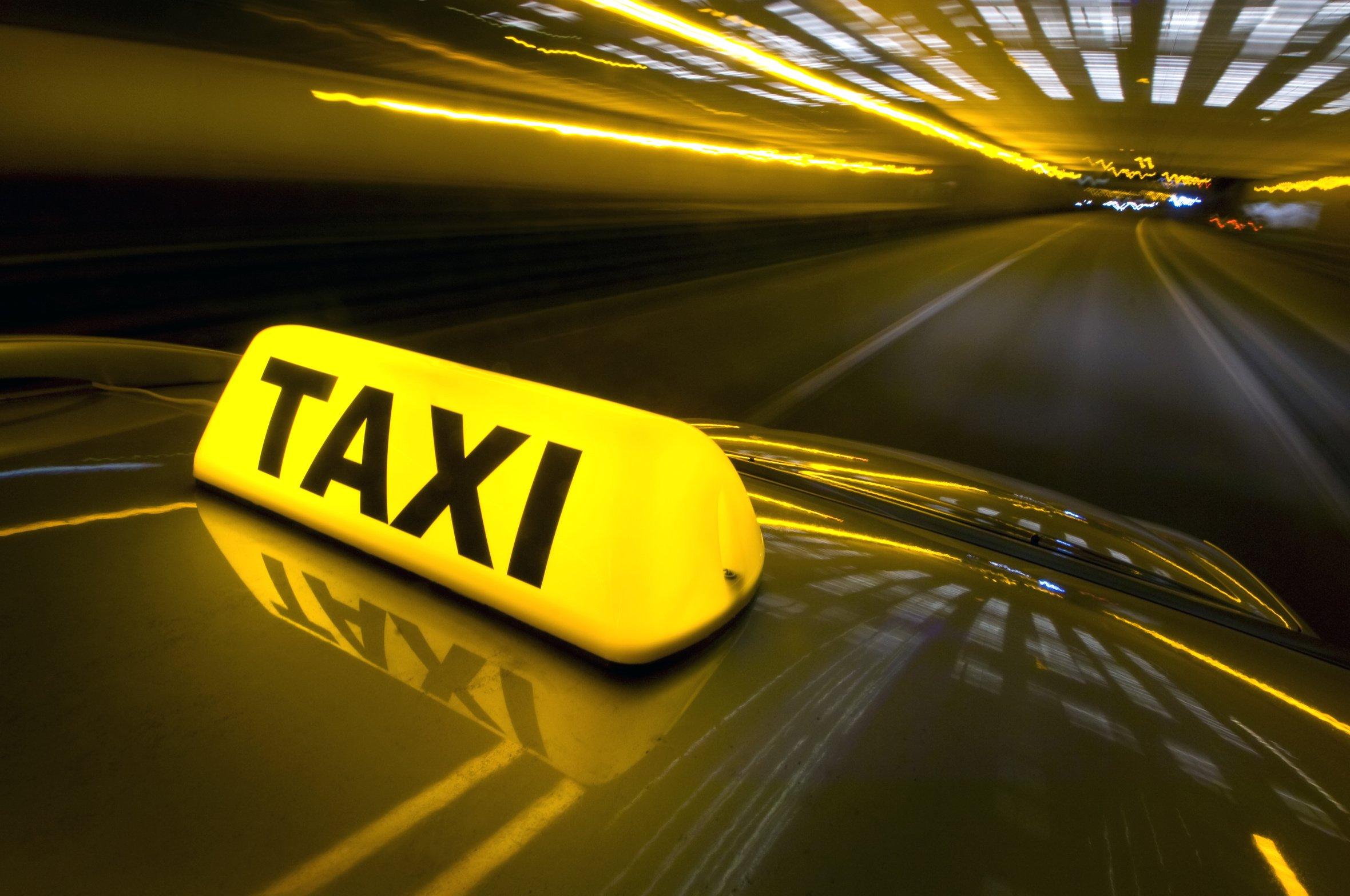 Таксист чуть незарезал пассажира уметро «Ленинский проспект»