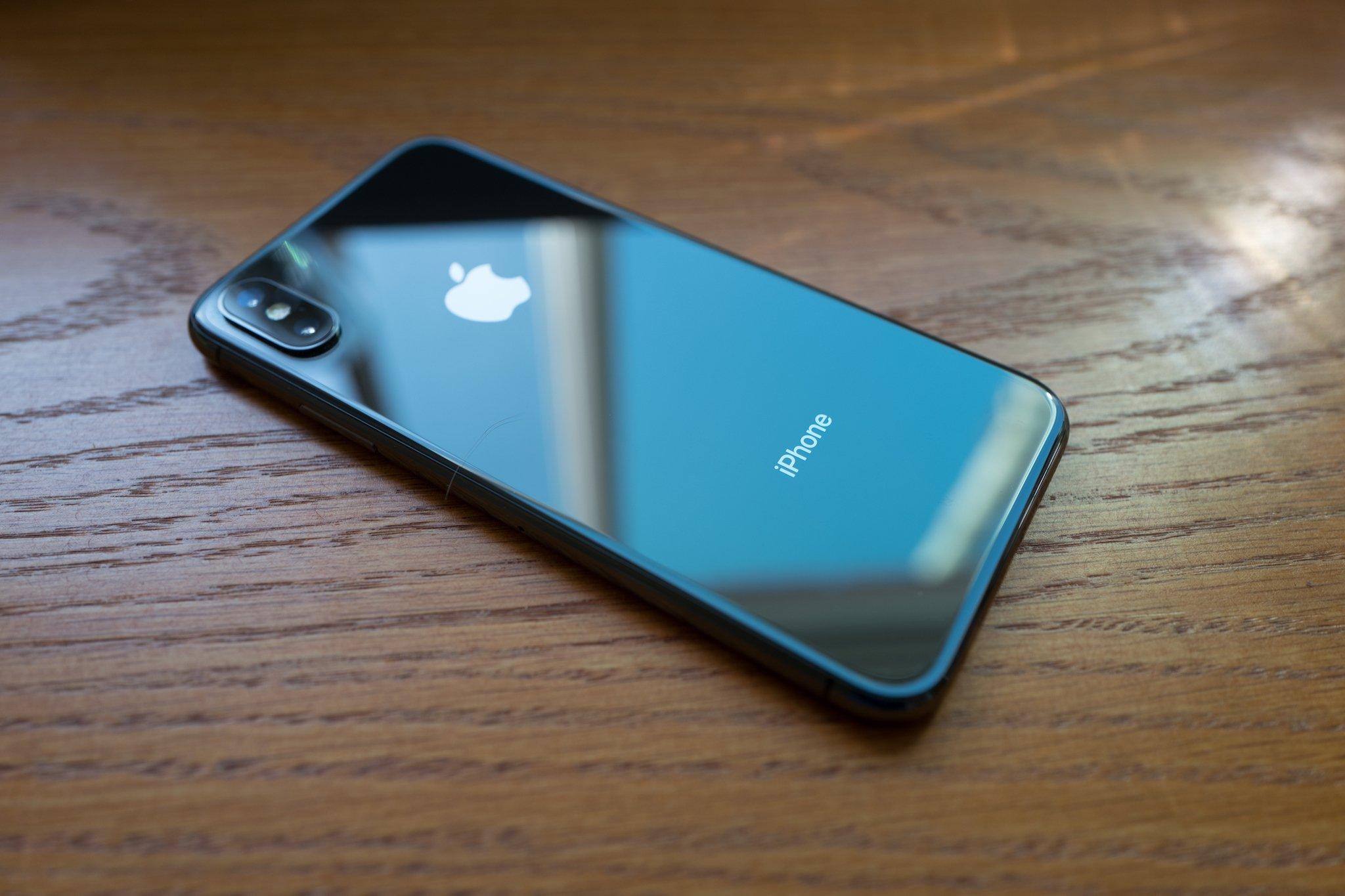 Apple понизит цену нановый iPhone X