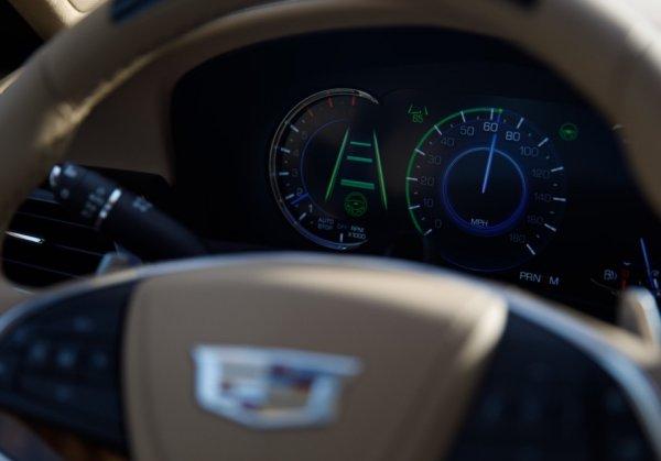 Cadillac посмеялся над автопилотом Tesla