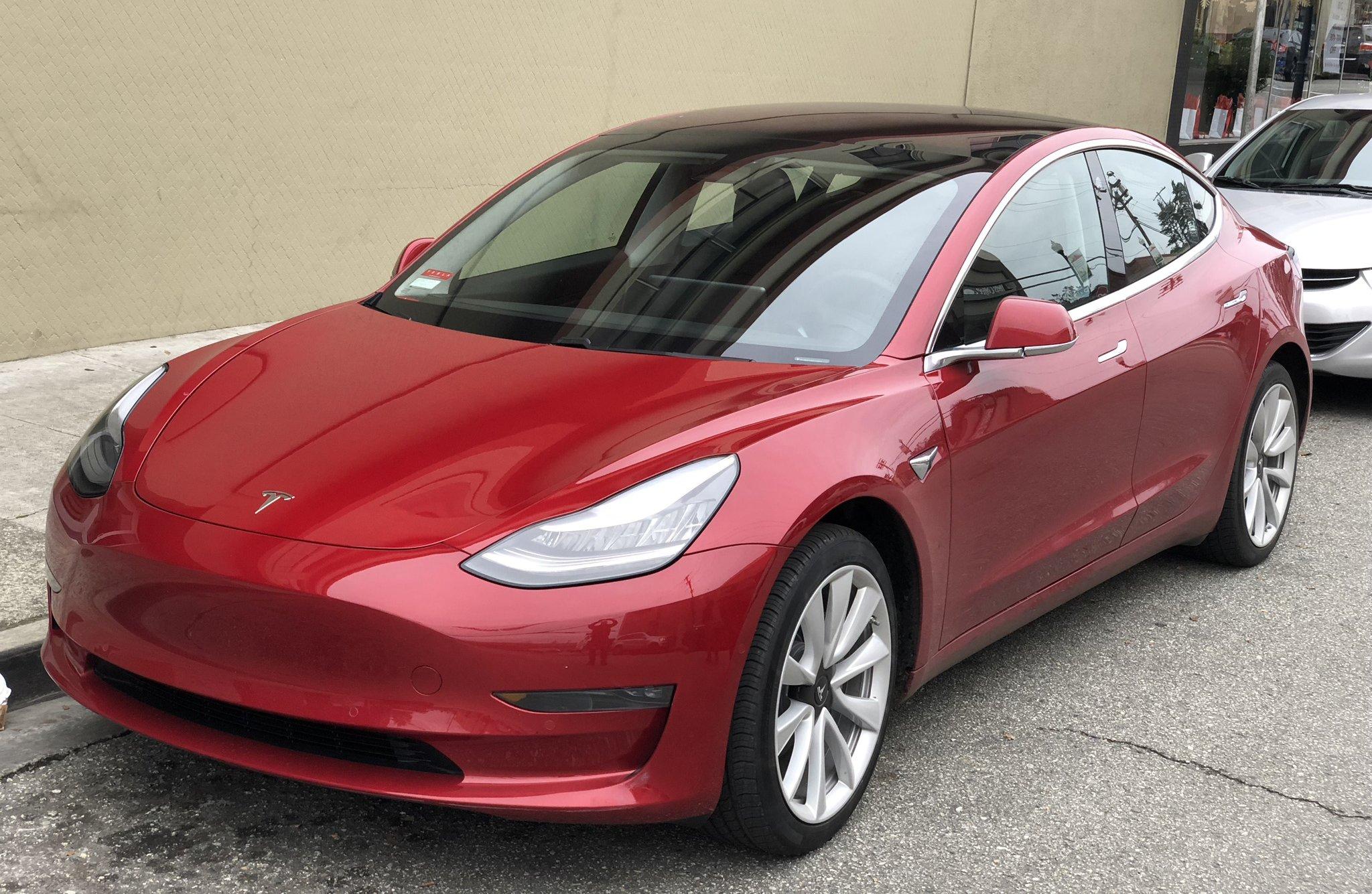 Компания Tesla упростила использование автопилота наModel 3