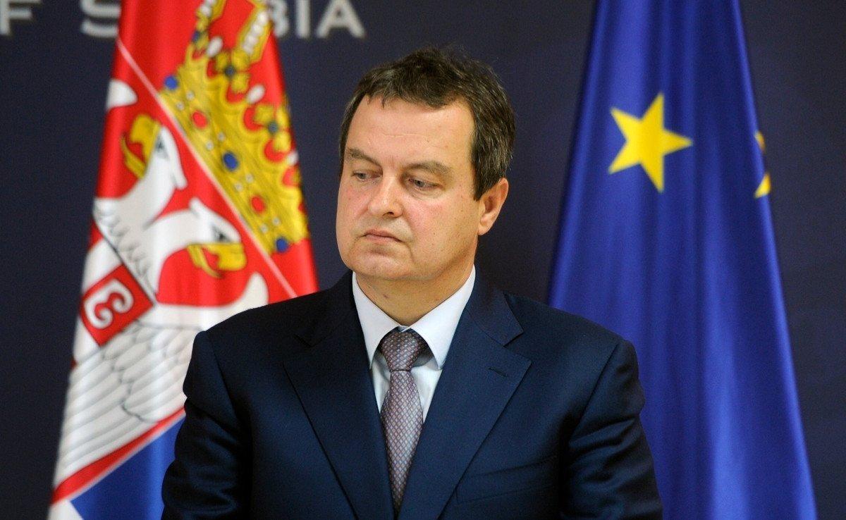 Министр обороны Сербии пообещал неподдерживать санкции против РФ
