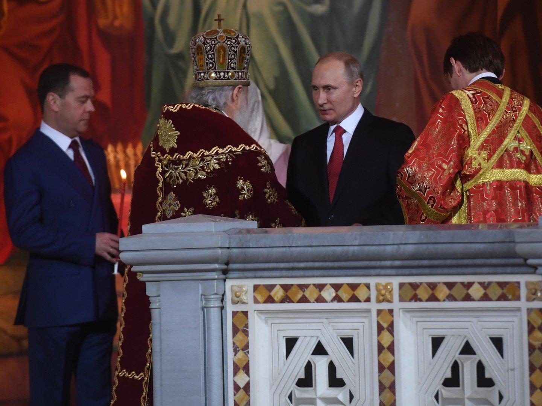 Владимир Путин подарил патриарху Кириллу наПасху подарок, созданный мастерами Златоуста