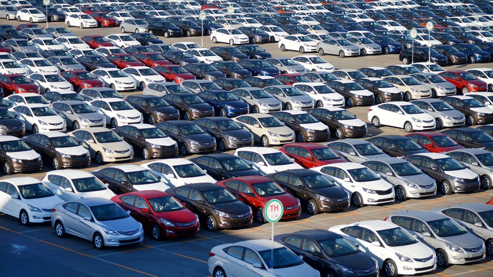 Ссамого начала года жители России приобрели авто на300 млрд руб.