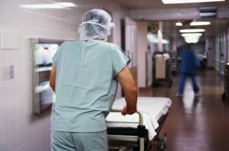 ВПетербурге госпитализировали годовалую девочку, получившую тяжелые травмы при невыясненных обстоятельствах