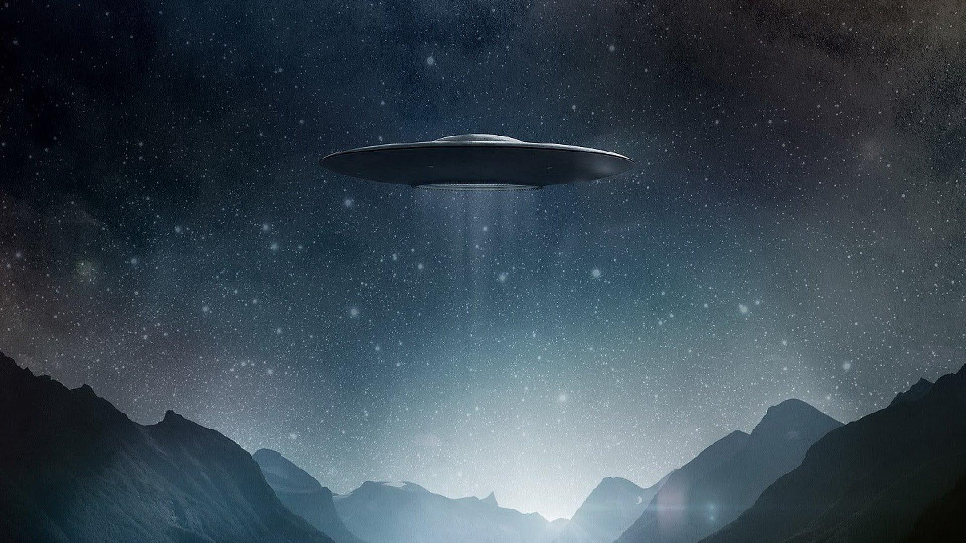 Ученые нашли наЛуне инопланетян срюкзаками