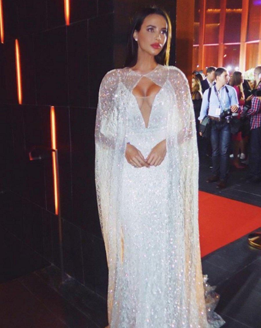 fef97cd907a2094 «Сияющая девушка»: Невеста Тимати поразила выходом в свадебном платье