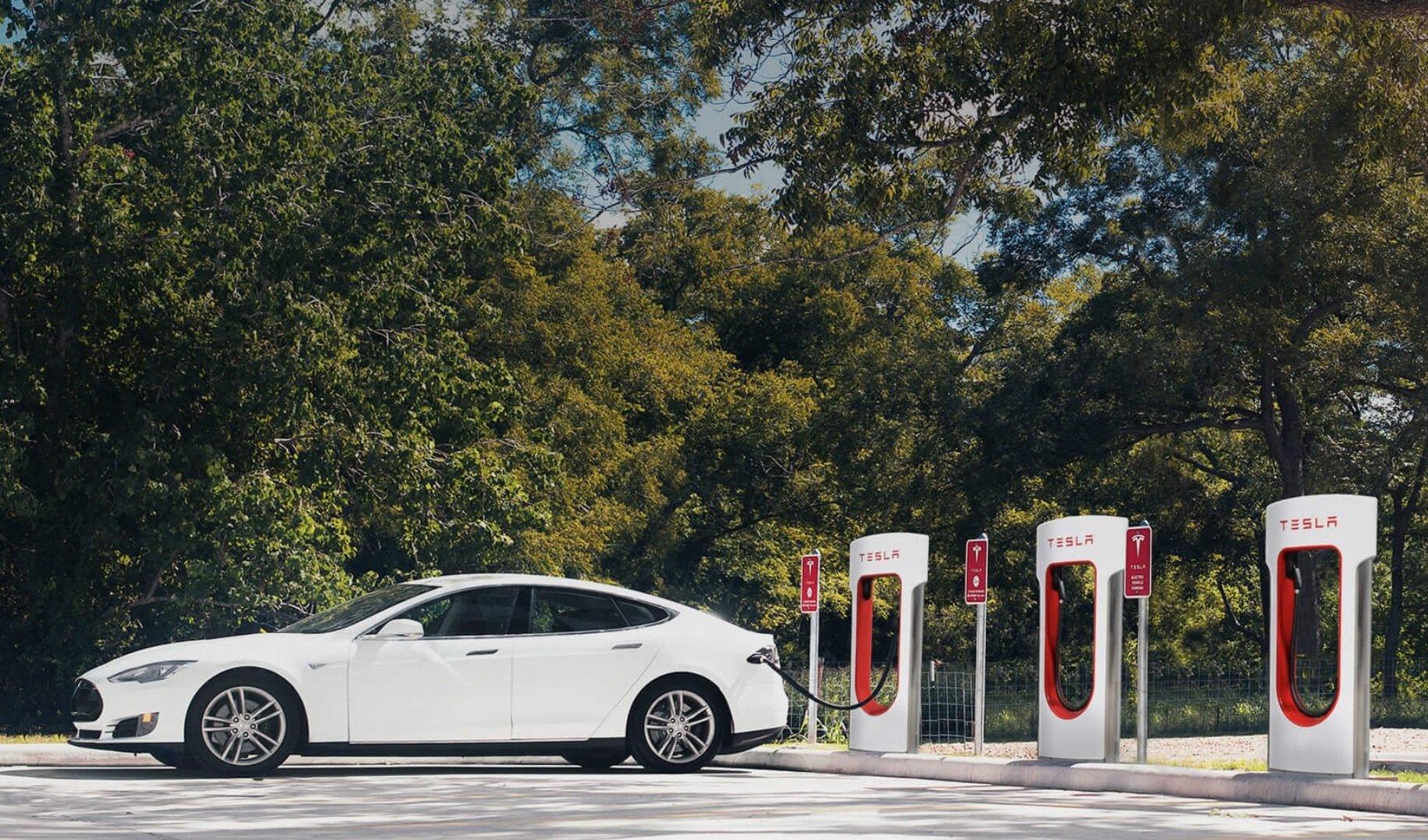 Электромобили Tesla преодолели неменее 10 млрд километров