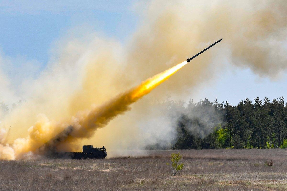 Порошенко объявил, что в этом году навооружение примут систему залпового огня