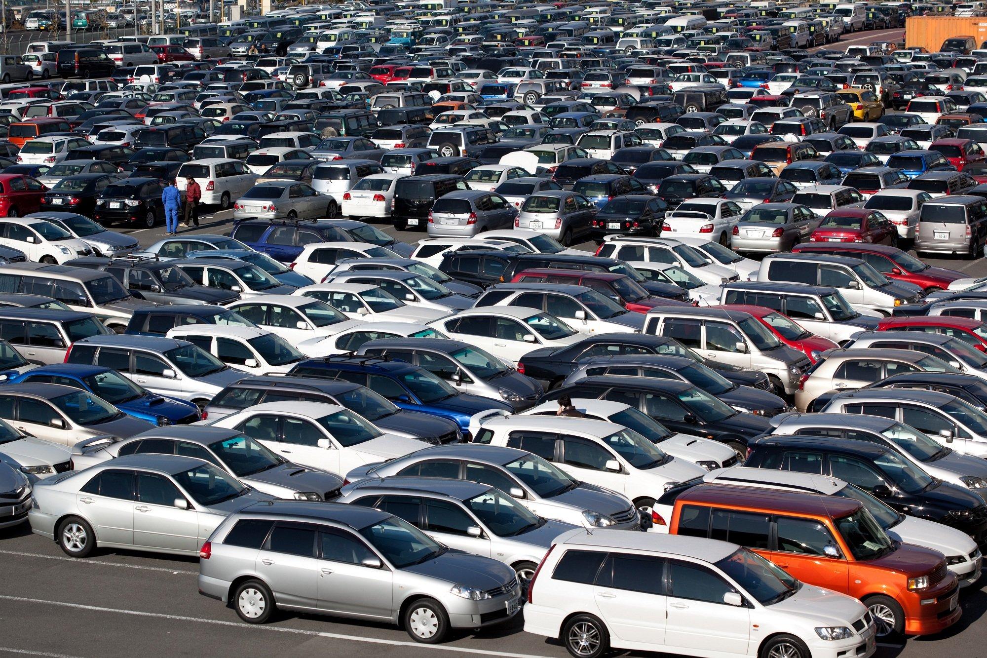 В РФ на тысяча граждан приходится 293 легковых автомобиля