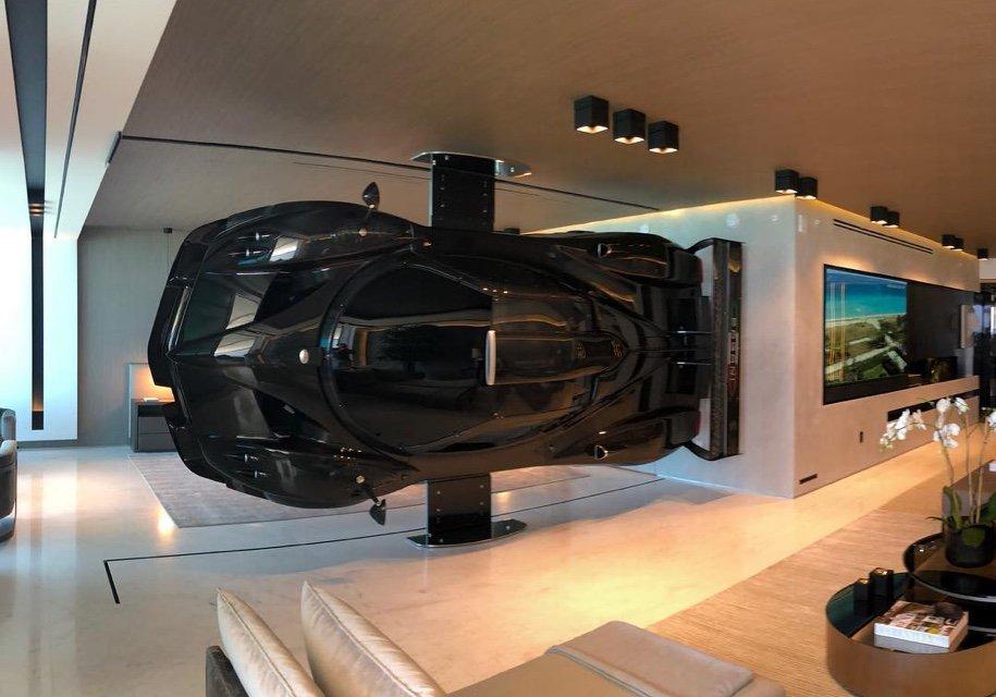 Суперкар Pagani использовали винтерьере гостиной