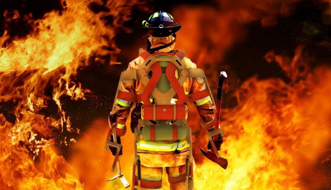 Пожарные гасят возгорание врезервуаре сбензином вВяземском районе Смоленской области