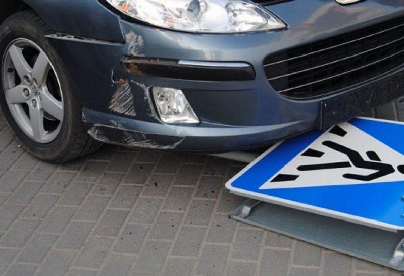 ВУэльсе машина пару раз врезалась втолпу пешеходов