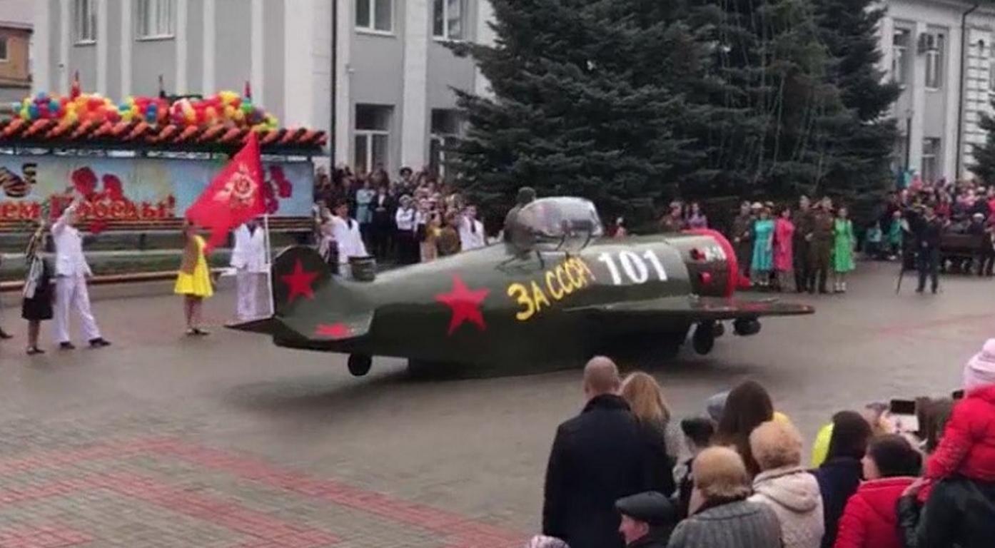 Граждане Татарстана воссоздали военную технику изстарых машин кДню Победы