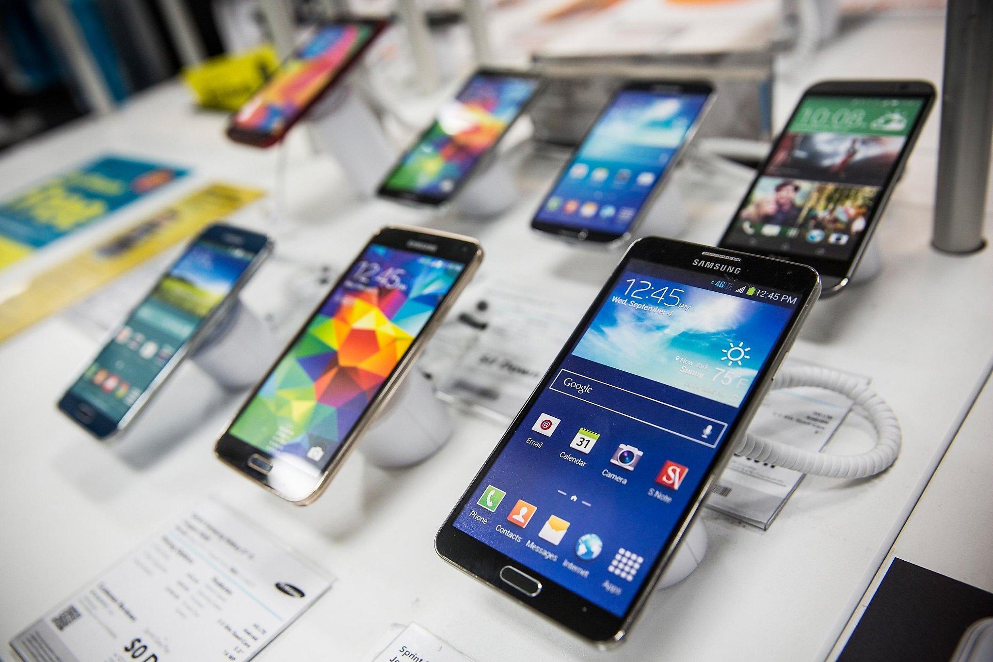 Специалисты пояснили снижение продаж телефонов